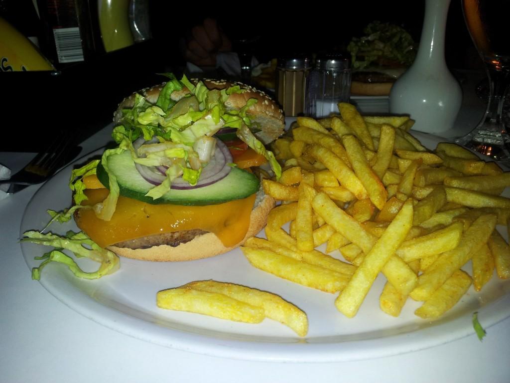 Bio Burger: 8,90 mit Pommes (normaler Hatari Burger: 8,10)