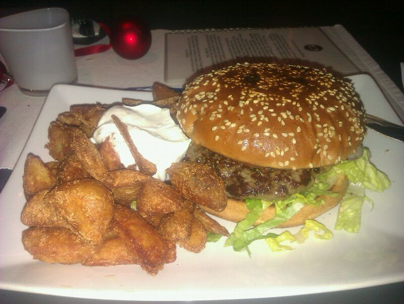 Classic Hamburger: 6,- mit Wedges