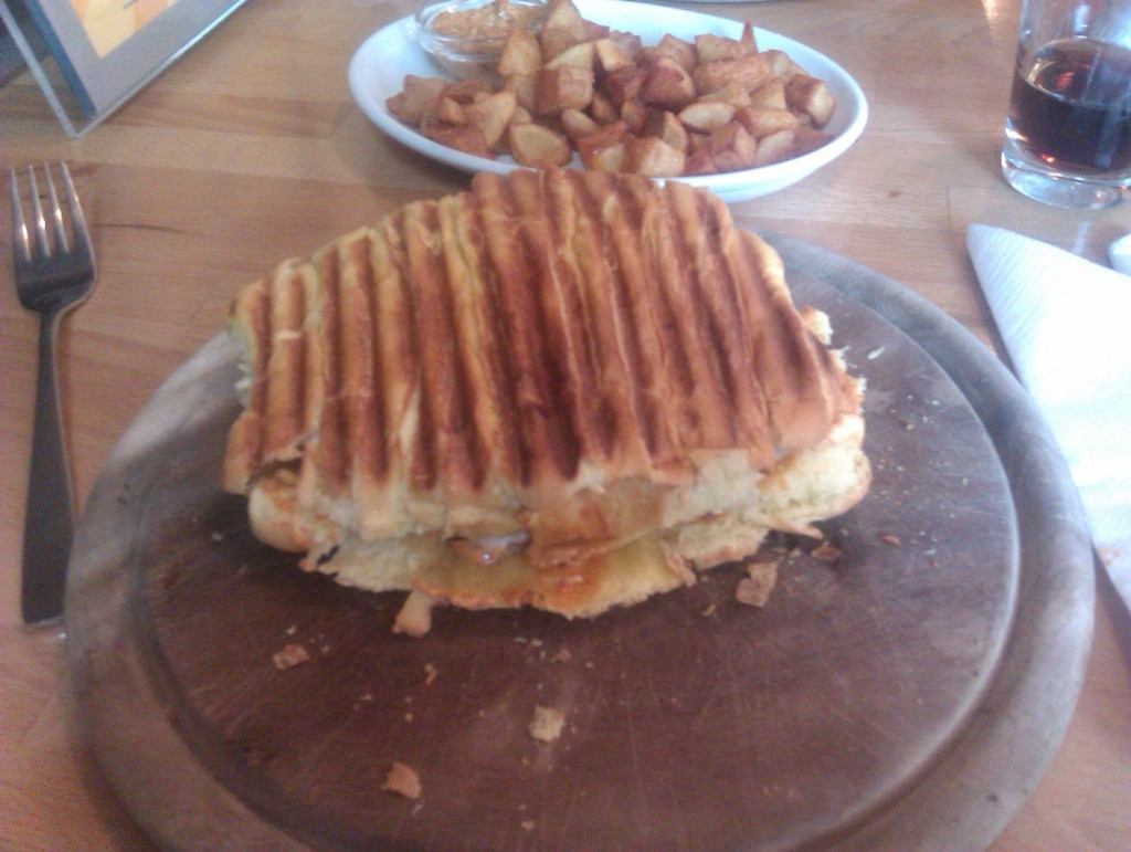 Don Cuba Burger (ca. 100g): 3,90 mit Patatas Fritas (+2,20)