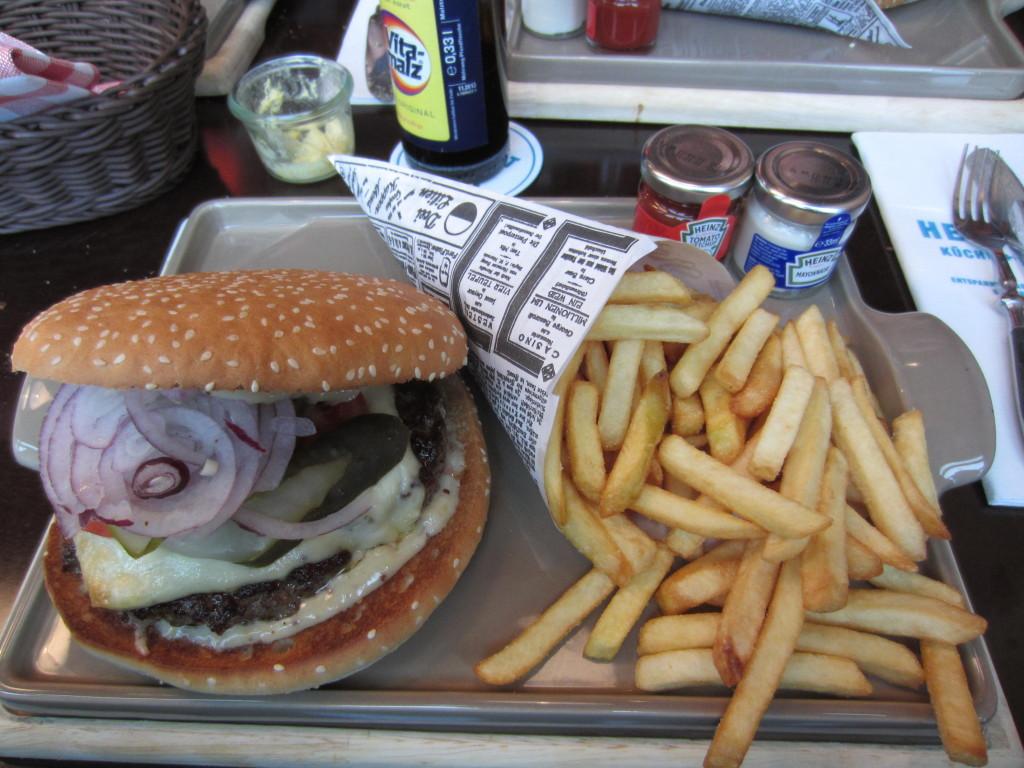 Heimat Burger: 15,- mit Pommes