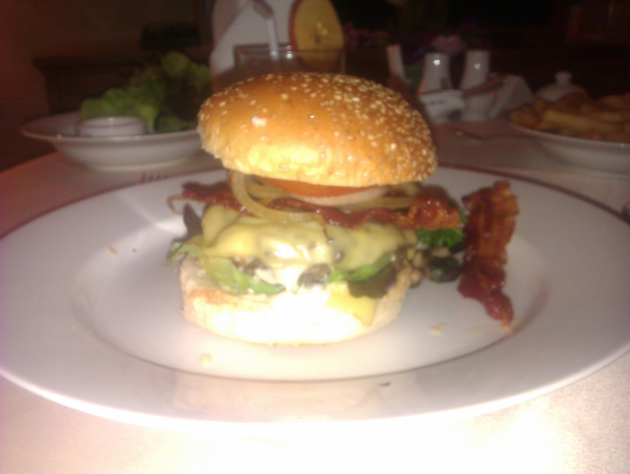 Beef Burger of your Choice (Seitenansicht)