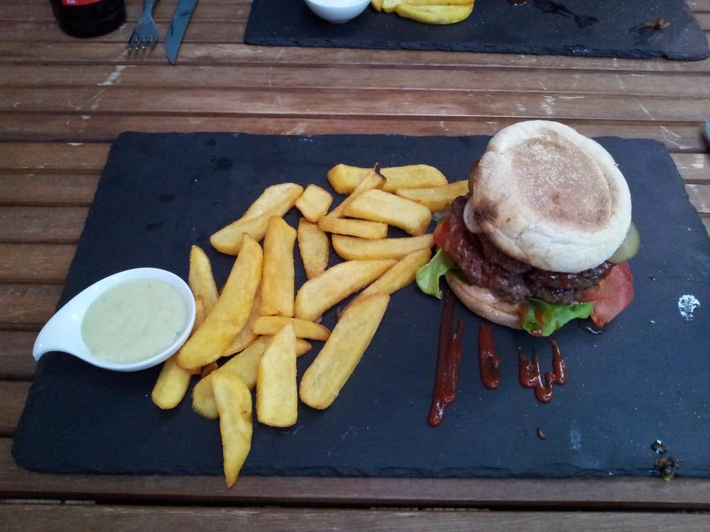 Dulf's Hamburger mit Pommes